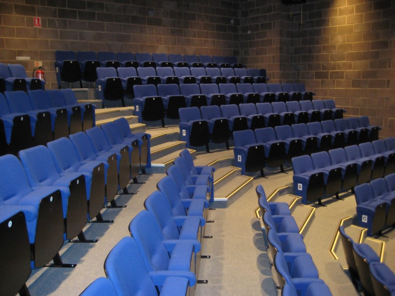 Lecture theatre with Evertaut seating positioned in angled rows